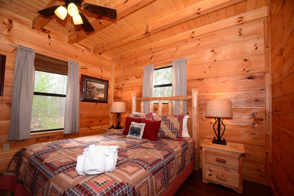 Photo of a Pigeon Forge Cabin named Misty Mountain View - This is the twentieth photo in the set.