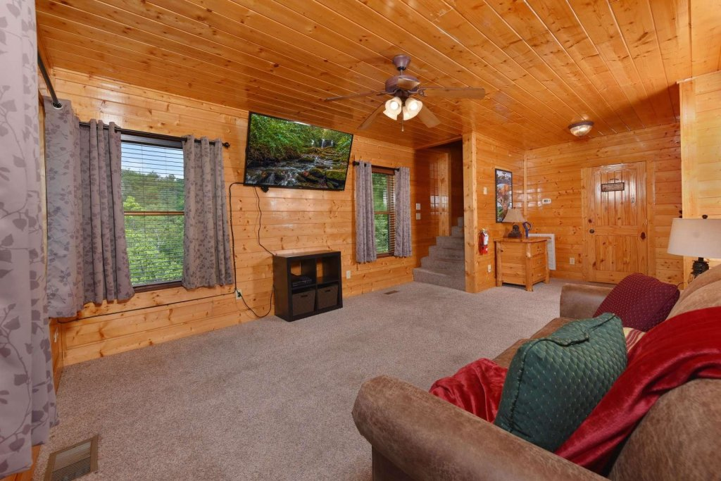 Photo of a Pigeon Forge Cabin named April Mist - This is the twenty-fourth photo in the set.
