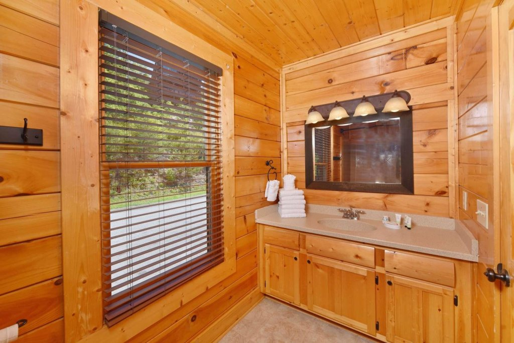 Photo of a Pigeon Forge Cabin named April Mist - This is the twentieth photo in the set.