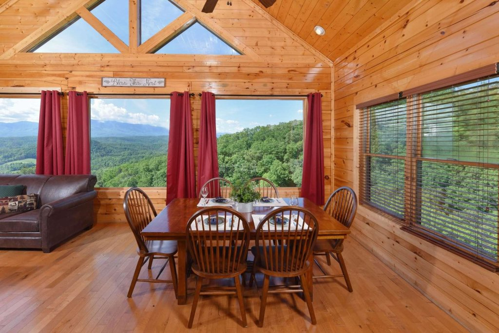 Photo of a Pigeon Forge Cabin named April Mist - This is the eleventh photo in the set.