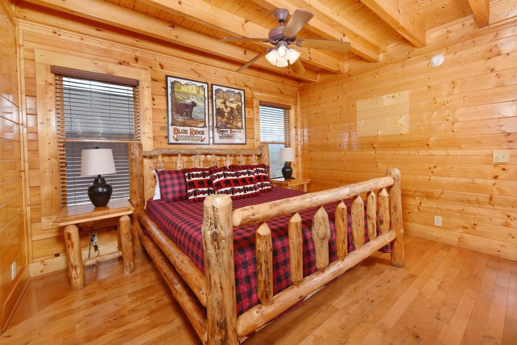 Photo of a Pigeon Forge Cabin named April Mist - This is the eighteenth photo in the set.