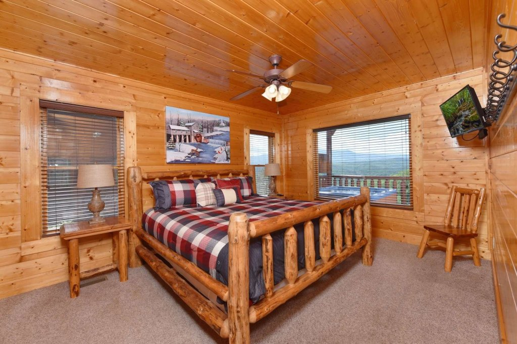Photo of a Pigeon Forge Cabin named April Mist - This is the twenty-fifth photo in the set.