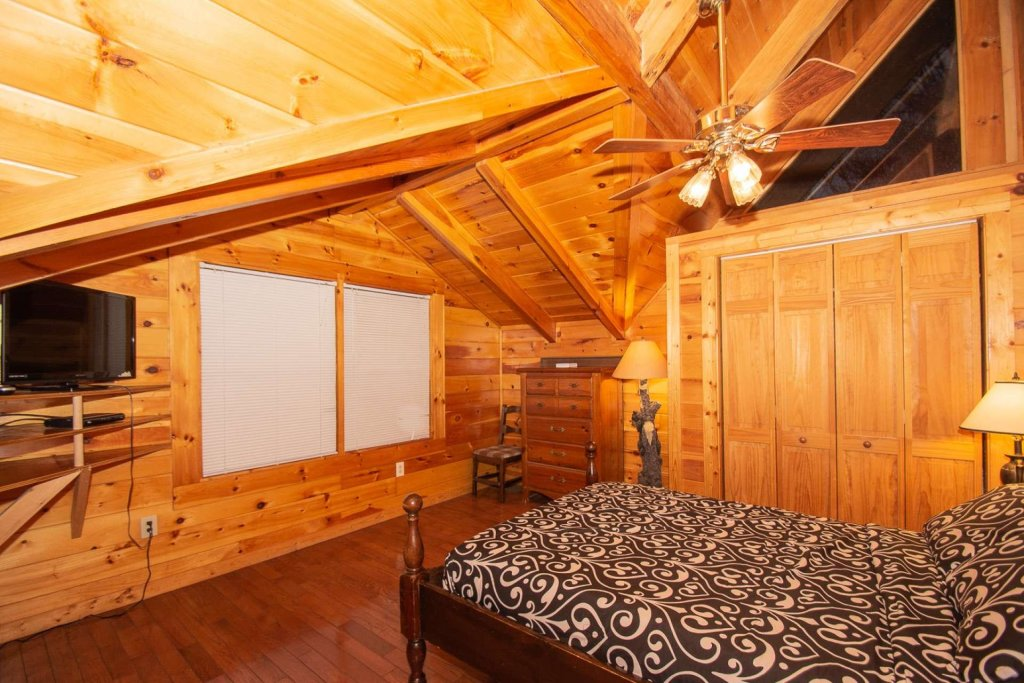 Photo of a Gatlinburg Cabin named Highlander - This is the thirteenth photo in the set.