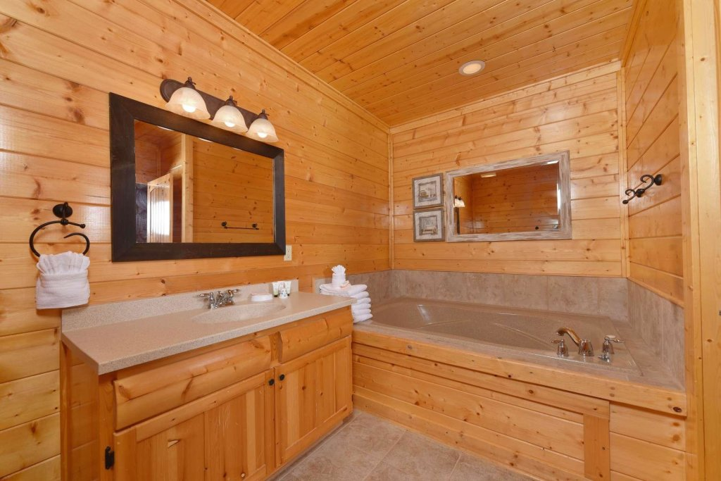Photo of a Pigeon Forge Cabin named April Mist - This is the twenty-seventh photo in the set.