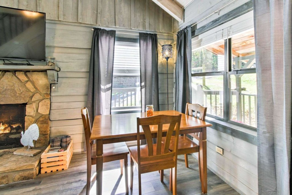 Photo of a Gatlinburg Cabin named Aloha Cabin - This is the fifteenth photo in the set.