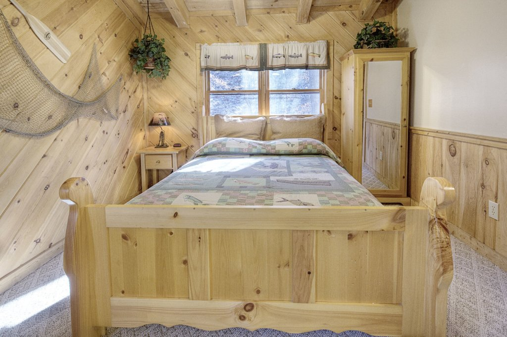 Photo of a Pigeon Forge Cabin named  Creekside - This is the five hundred and sixty-second photo in the set.