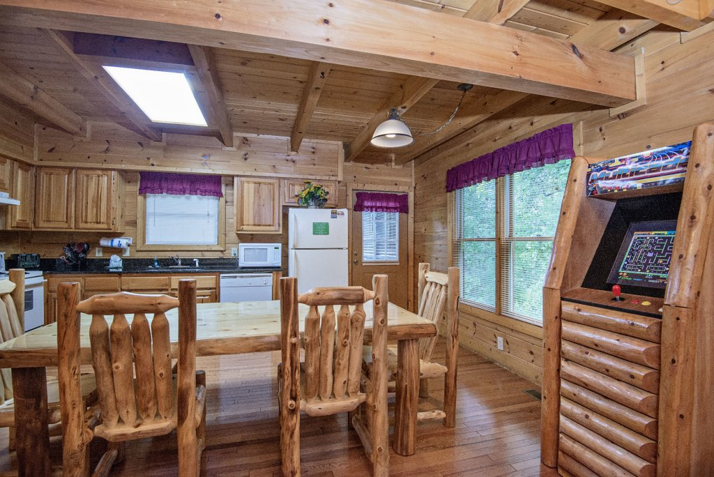 Photo of a Gatlinburg Cabin named Point Of View - This is the six hundred and seventy-second photo in the set.