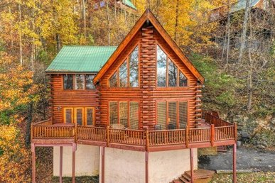 2 Bedroom, 2 Bath Luxury Plus Cabin For 6. Semi-secluded With Incredible Views.