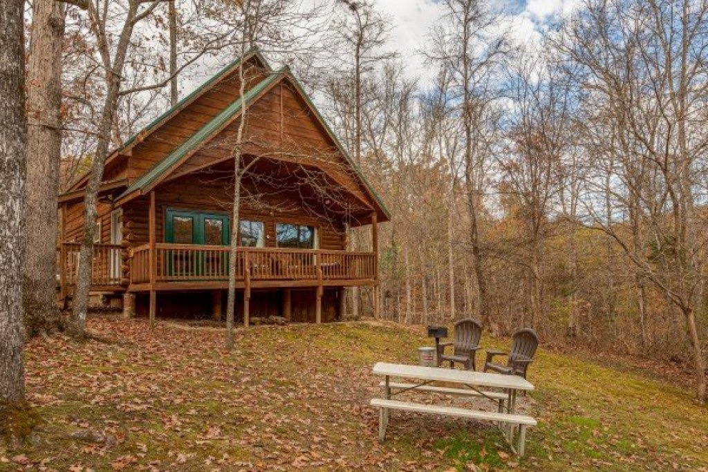 Photo of a Pigeon Forge Cabin named Licklog Hollow - This is the first photo in the set.