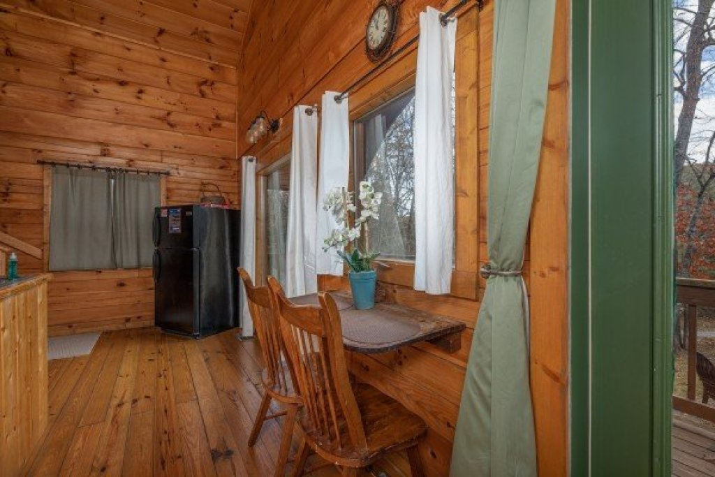 Photo of a Pigeon Forge Cabin named Licklog Hollow - This is the fourth photo in the set.