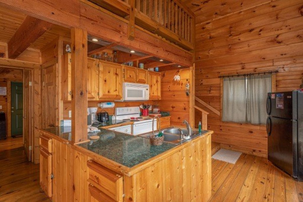 Photo of a Pigeon Forge Cabin named Licklog Hollow - This is the third photo in the set.