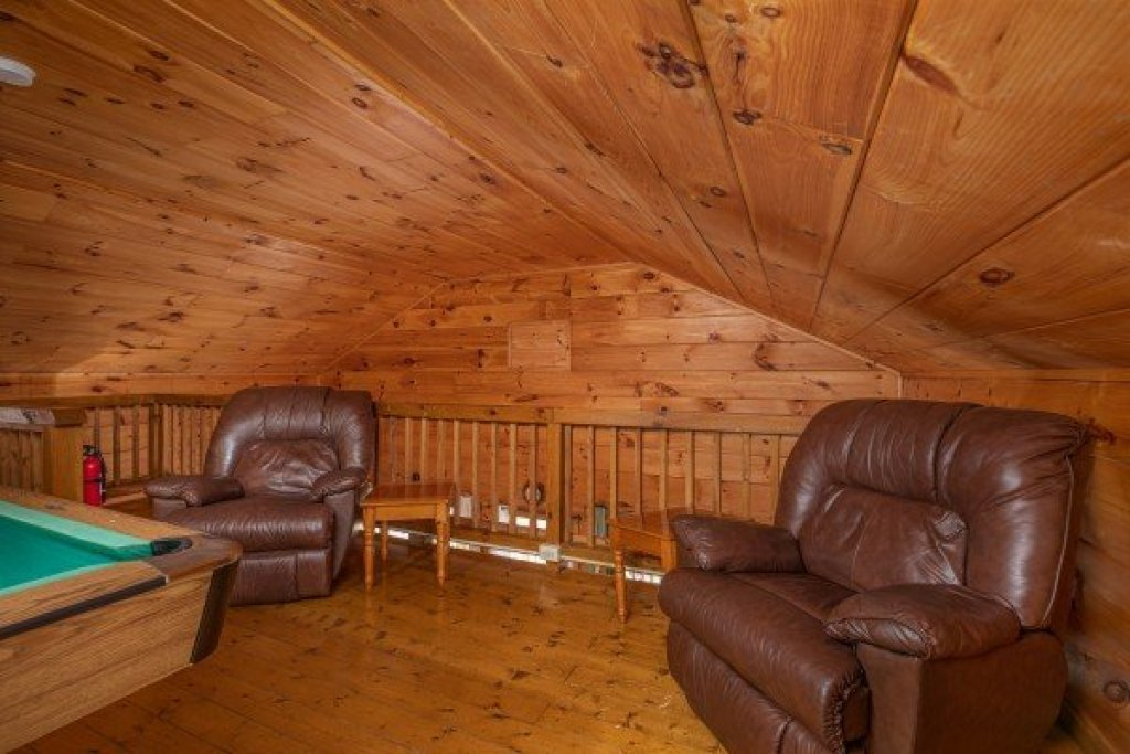 Photo of a Pigeon Forge Cabin named Licklog Hollow - This is the thirteenth photo in the set.