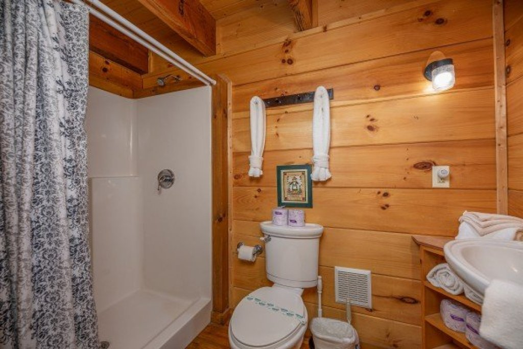 Photo of a Pigeon Forge Cabin named Licklog Hollow - This is the eighth photo in the set.