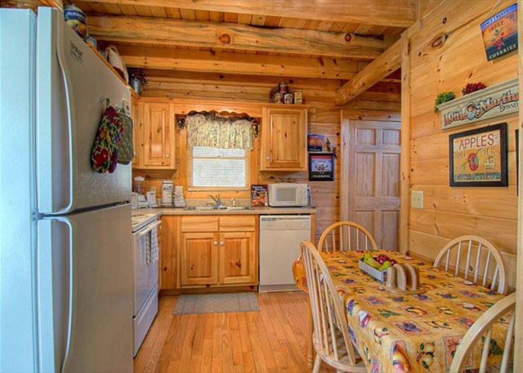 Photo of a Pigeon Forge Cabin named Mystic Mountain - This is the one thousand one hundredth photo in the set.