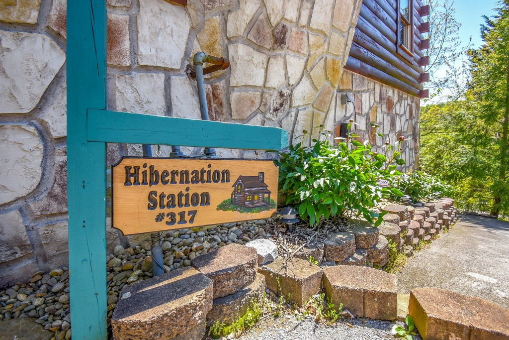 Photo of a Gatlinburg Cabin named Hibernation Station - This is the thirty-first photo in the set.