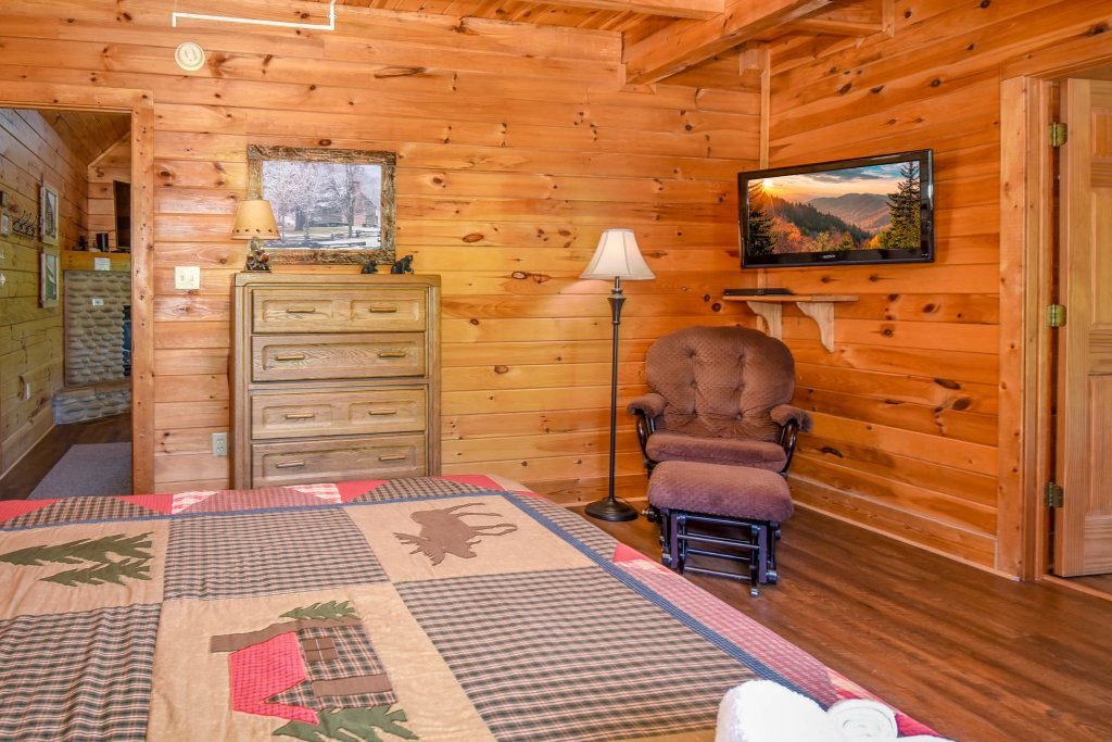 Photo of a Gatlinburg Cabin named Hibernation Station - This is the fifty-seventh photo in the set.