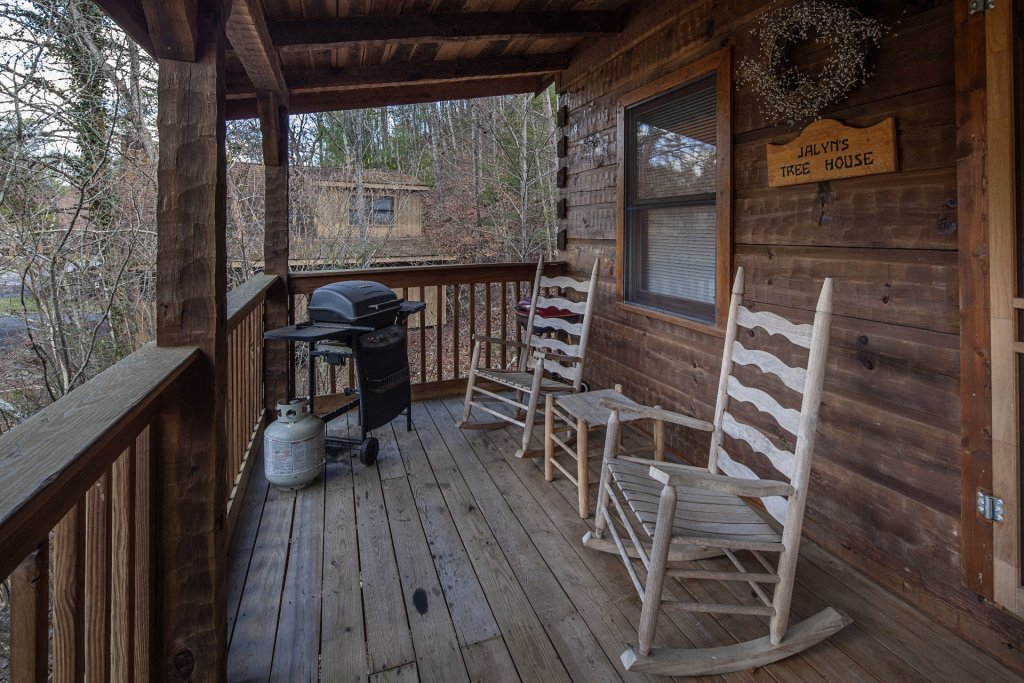 Photo of a Pigeon Forge Condo named  Jalyn's Treehouse - This is the one thousand six hundred and seventy-ninth photo in the set.