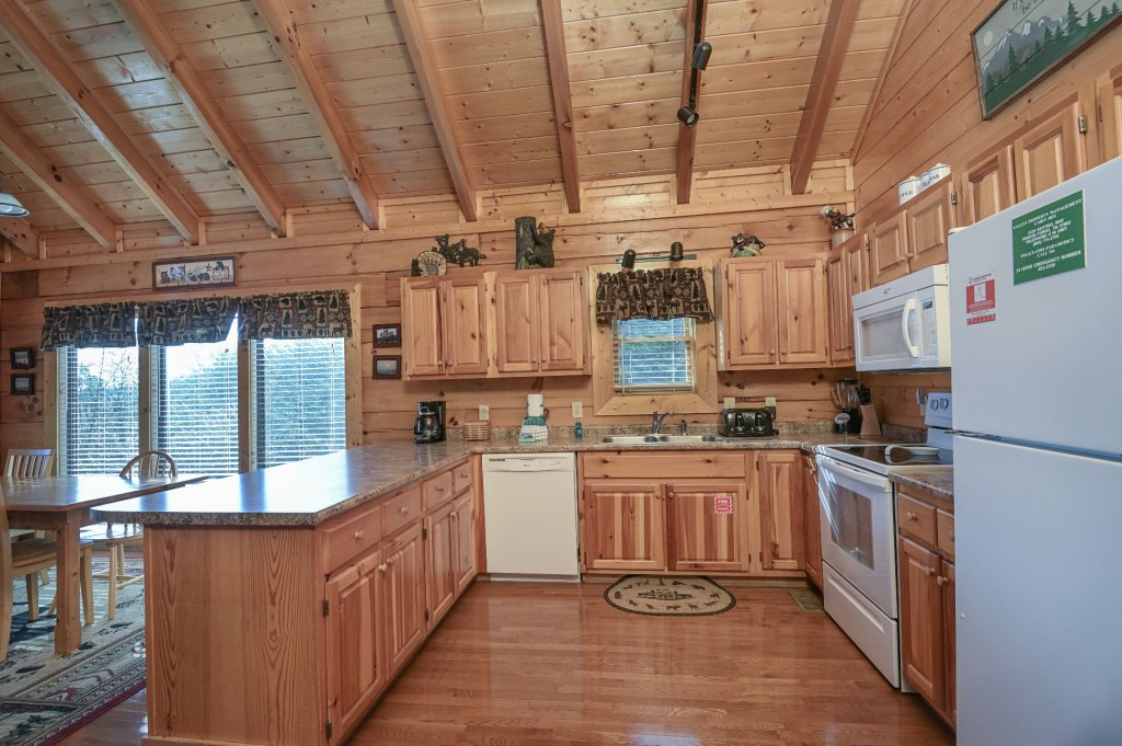Photo of a Sevierville Cabin named Hillside Retreat - This is the six hundred and eighty-sixth photo in the set.