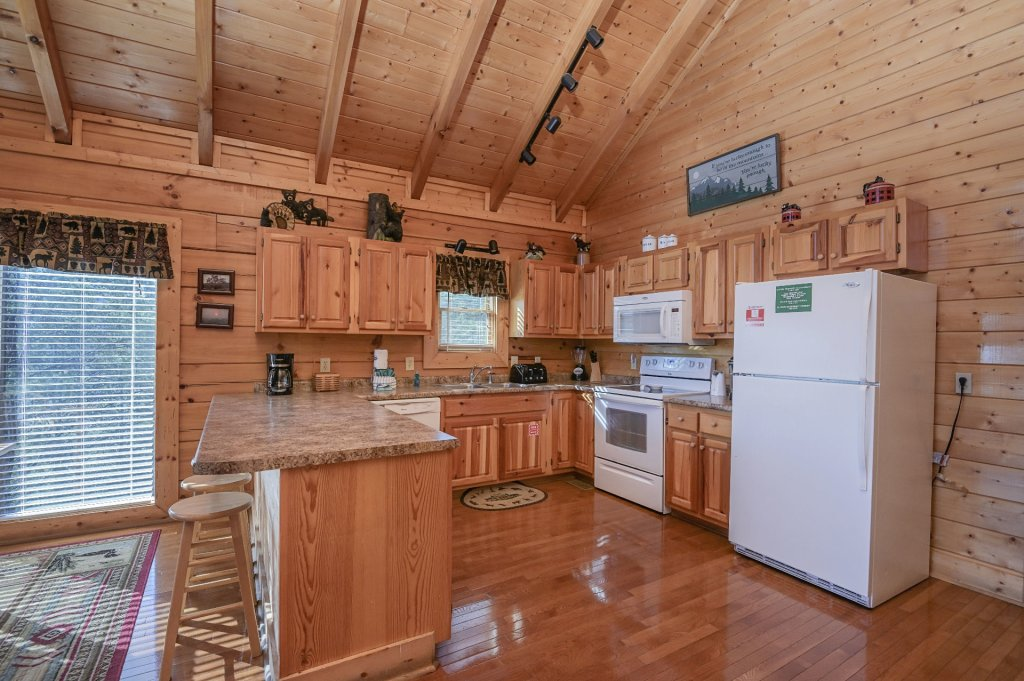 Photo of a Sevierville Cabin named Hillside Retreat - This is the five hundred and fifty-fifth photo in the set.