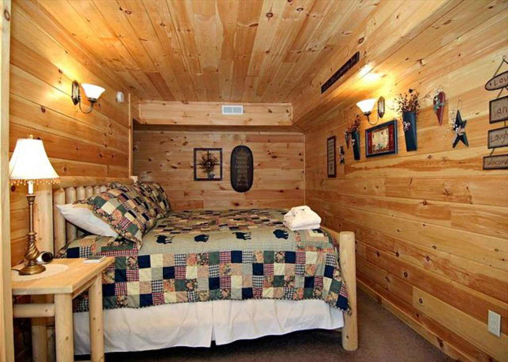 Photo of a Pigeon Forge Cabin named Mystic Mountain - This is the seven hundred and thirty-second photo in the set.