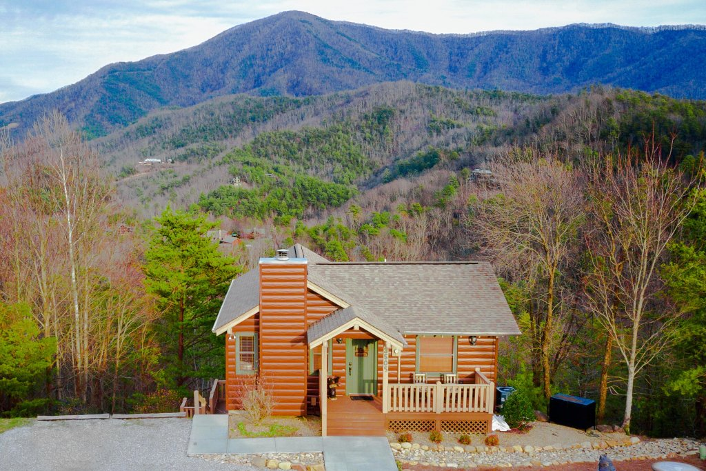 Photo of a Sevierville Cabin named Cove Mountain Retreat Cabin - This is the first photo in the set.