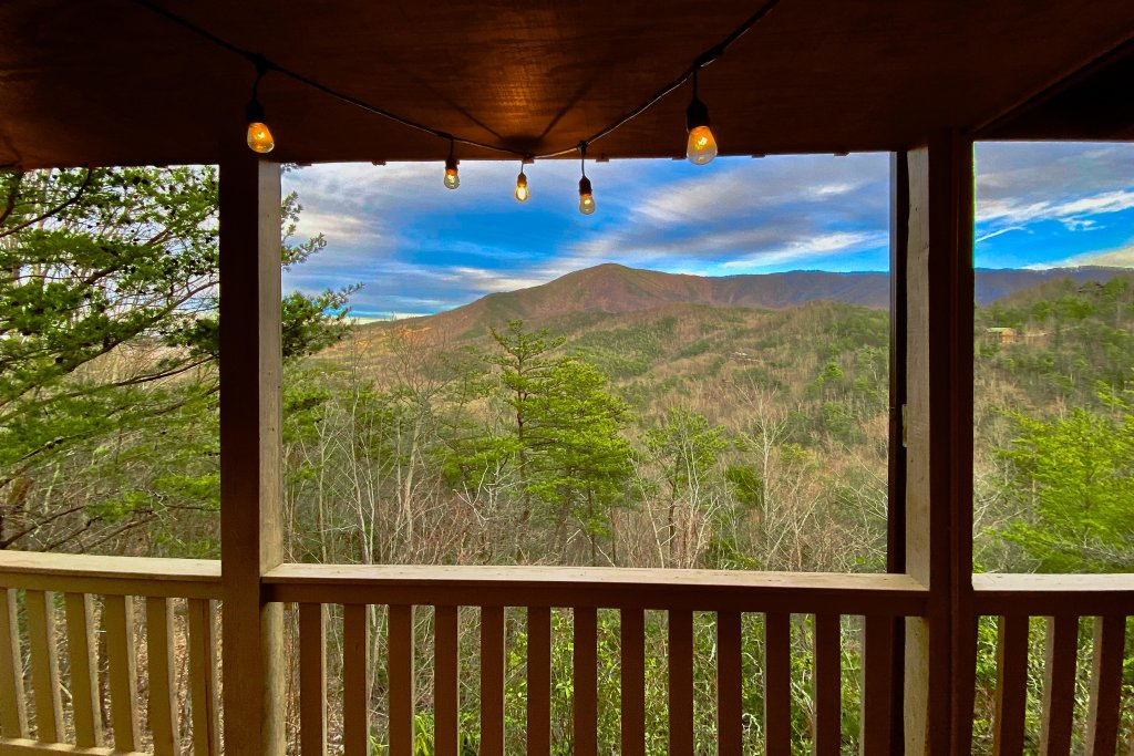 Photo of a Sevierville Cabin named Cove Mountain Retreat Cabin - This is the second photo in the set.