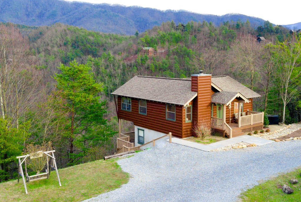 Photo of a Sevierville Cabin named Cove Mountain Retreat Cabin - This is the twelfth photo in the set.
