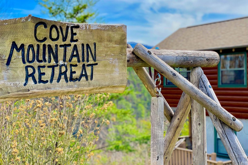 Photo of a Sevierville Cabin named Cove Mountain Retreat Cabin - This is the sixteenth photo in the set.