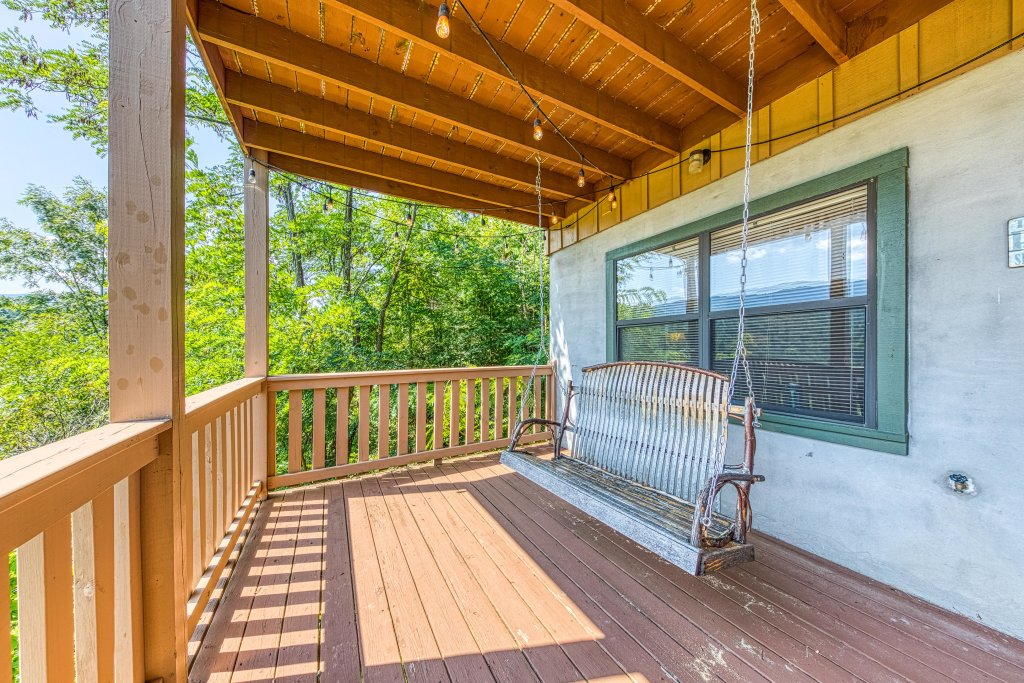 Photo of a Sevierville Cabin named Cove Mountain Retreat Cabin - This is the twentieth photo in the set.
