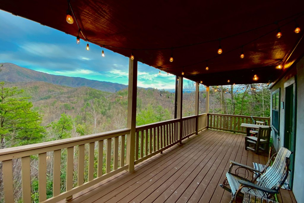 Photo of a Sevierville Cabin named Cove Mountain Retreat Cabin - This is the seventeenth photo in the set.