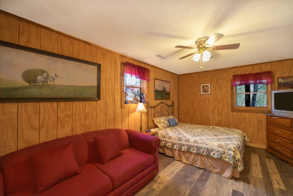 Photo of a Pigeon Forge Cabin named  Fryemont - This is the eighteenth photo in the set.