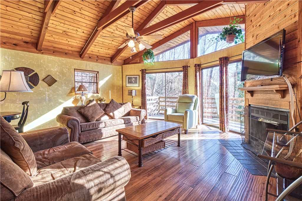 Photo of a Gatlinburg Cabin named Creekside - This is the third photo in the set.