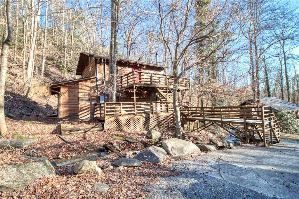 Photo of a Gatlinburg Cabin named Creekside - This is the twenty-eighth photo in the set.