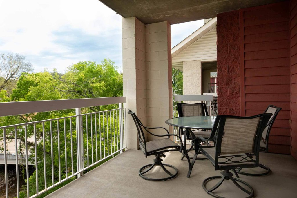 Photo of a Pigeon Forge Condo named Bear Crossing 402 - This is the seventeenth photo in the set.