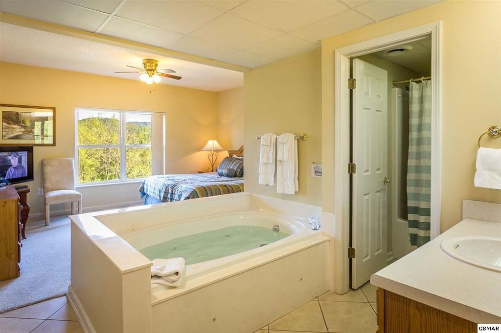Photo of a Pigeon Forge Condo named Whispering Pines 433 - This is the third photo in the set.