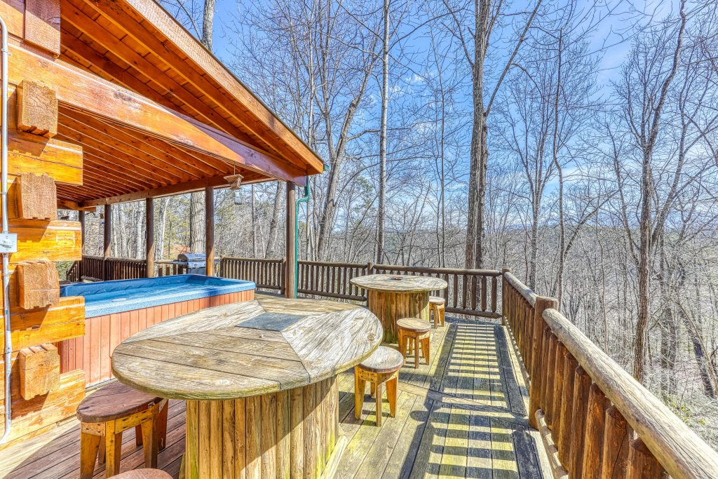 Photo of a Pigeon Forge Cabin named Moonshine Ridge - This is the first photo in the set.