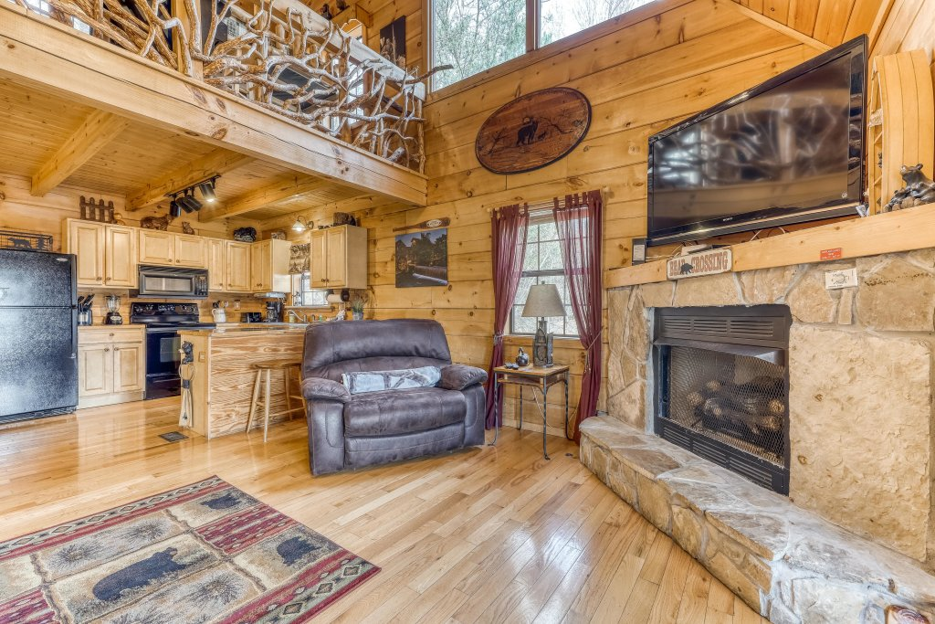 Photo of a Pigeon Forge Cabin named Moonshine Ridge - This is the fourth photo in the set.
