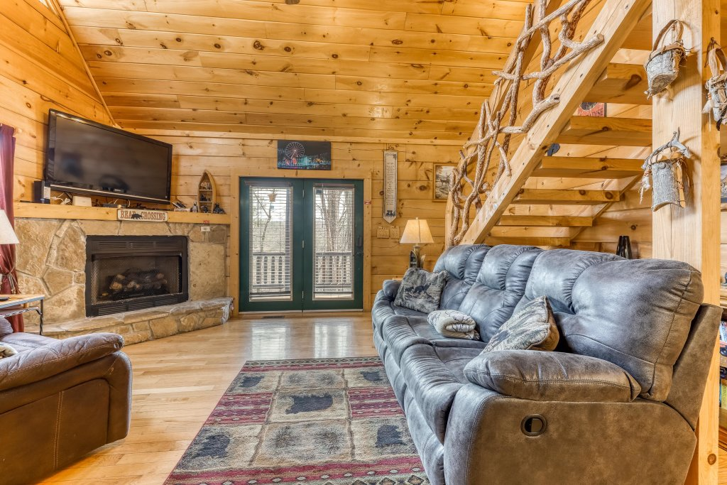 Photo of a Pigeon Forge Cabin named Moonshine Ridge - This is the fifth photo in the set.