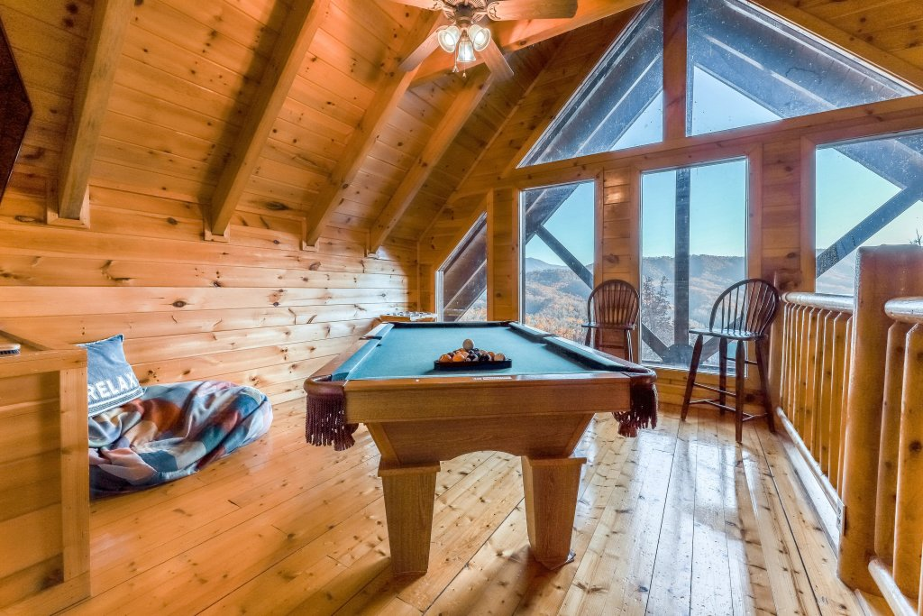 Photo of a Pigeon Forge Cabin named Mountain Dreams At Sherwood - This is the third photo in the set.
