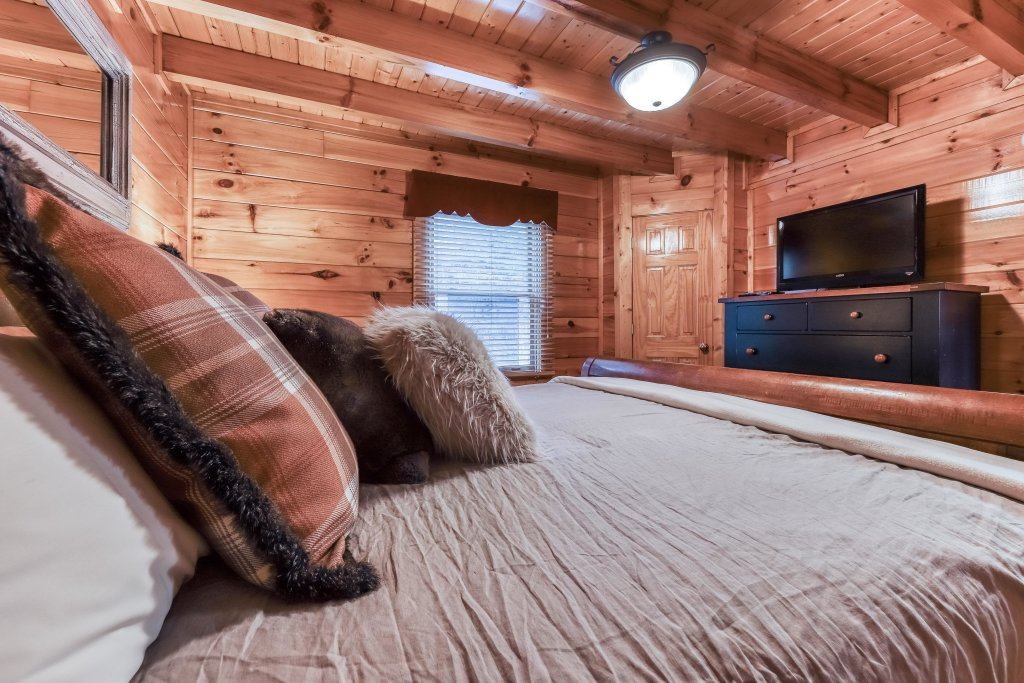 Photo of a Pigeon Forge Cabin named Mountain Dreams At Sherwood - This is the sixth photo in the set.