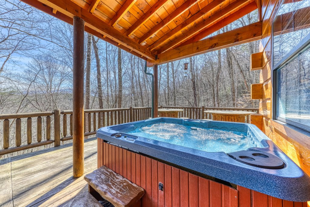 Photo of a Pigeon Forge Cabin named Moonshine Ridge - This is the twentieth photo in the set.