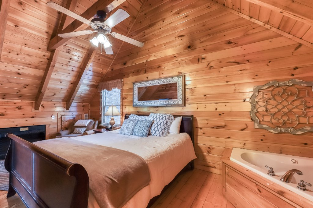 Photo of a Pigeon Forge Cabin named Mountain Dreams At Sherwood - This is the seventh photo in the set.