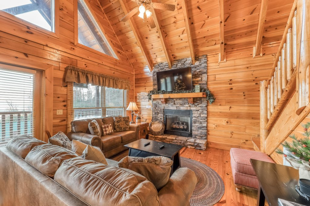 Photo of a Pigeon Forge Cabin named Mountain Dreams At Sherwood - This is the fourth photo in the set.