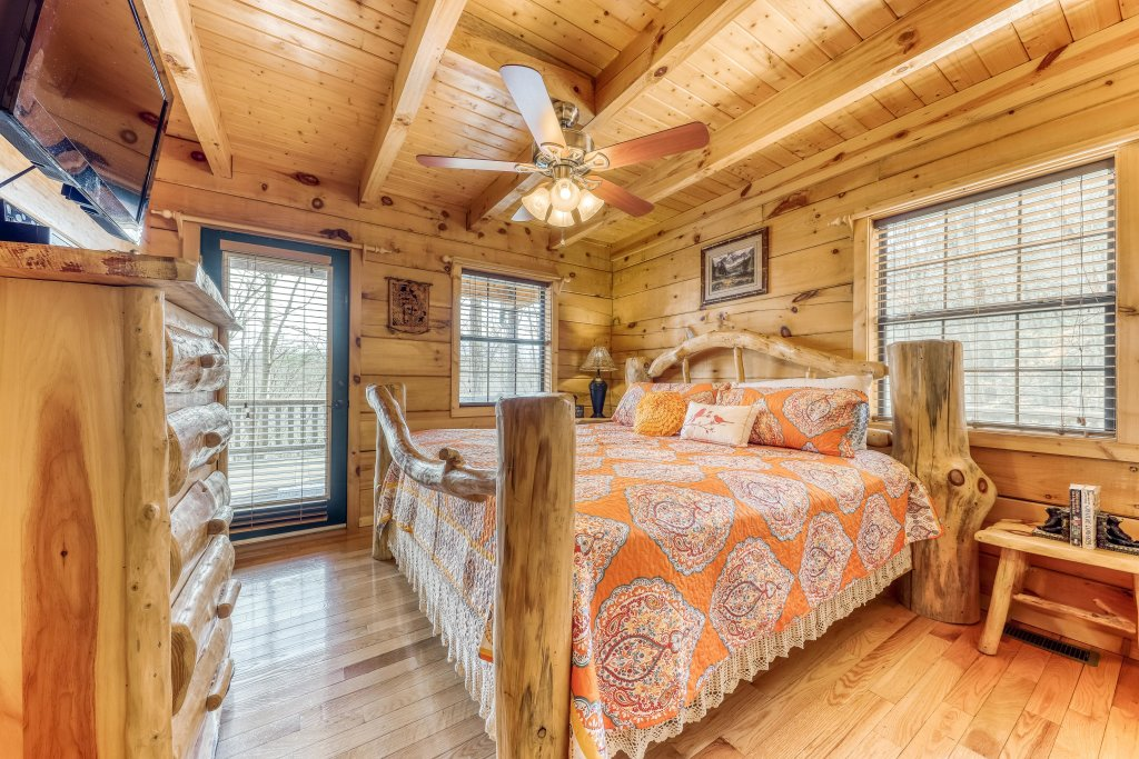 Photo of a Pigeon Forge Cabin named Moonshine Ridge - This is the fourteenth photo in the set.