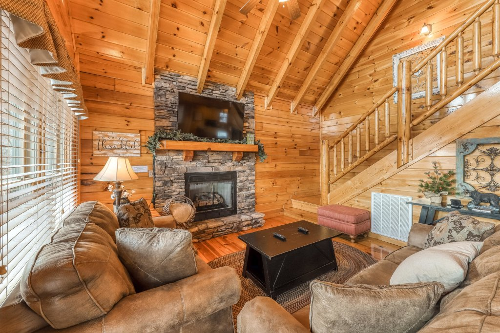 Photo of a Pigeon Forge Cabin named Mountain Dreams At Sherwood - This is the tenth photo in the set.