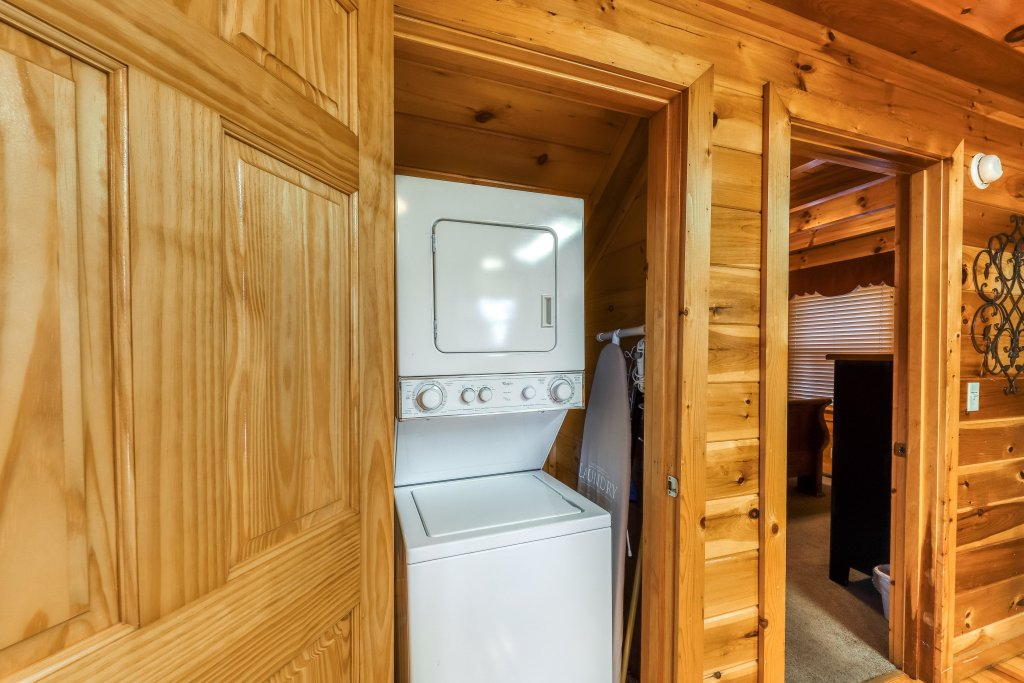 Photo of a Pigeon Forge Cabin named Mountain Dreams At Sherwood - This is the thirteenth photo in the set.