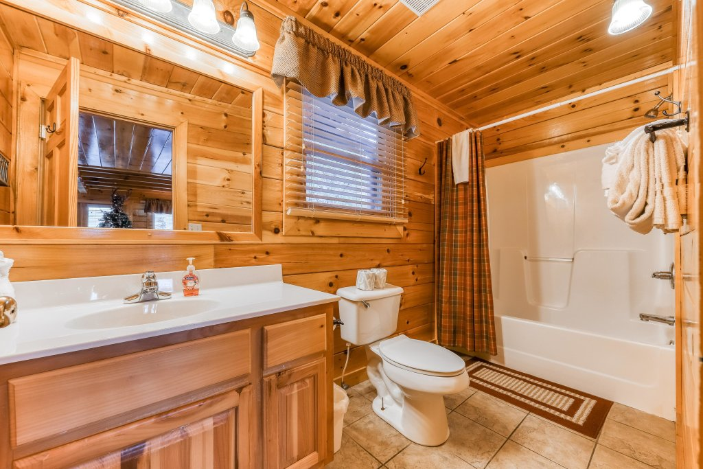 Photo of a Pigeon Forge Cabin named Mountain Dreams At Sherwood - This is the twelfth photo in the set.