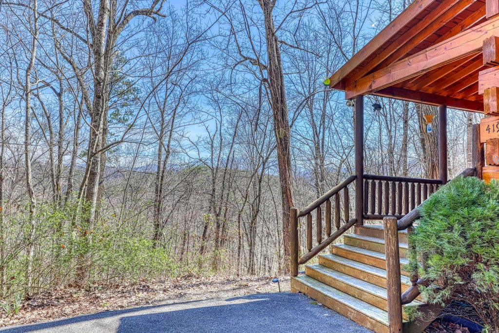 Photo of a Pigeon Forge Cabin named Moonshine Ridge - This is the twenty-second photo in the set.