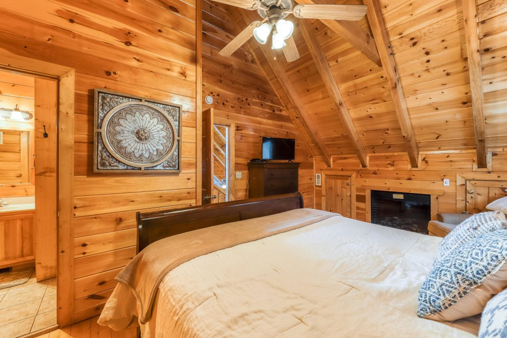 Photo of a Pigeon Forge Cabin named Mountain Dreams At Sherwood - This is the sixteenth photo in the set.