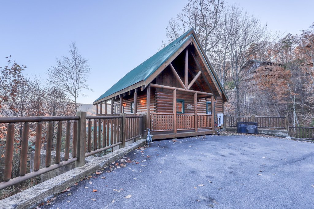 Photo of a Pigeon Forge Cabin named Mountain Dreams At Sherwood - This is the first photo in the set.